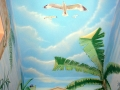 Deckenmalerei mit Möven im Wolkenhimmel