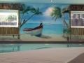 Wandmalerei mit Boot am Sandstrand in der Karibik