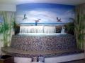 Wandmalerei Wasserfall in der Karibik mit fliegenden Papageien