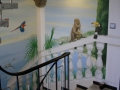 Wandmalerei im Treppenaufgang mit Blick auf eine Bucht