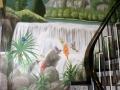 Wasserfall mit Vogel und Pflanzenwelt