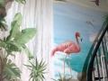 Wandbemalung mit Flamingo unter einem Wasserfall
