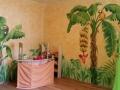 Wandmalerei im Kinderzimmer mit Dschungel, Bananenbäumen, Papagei und Tukan