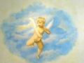 Wandmalerei mit Portrait eines Kindes als Engel verkleidet