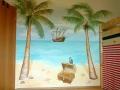 Wandmalerei mit Piratenschiff und Palmen am Sandstrand
