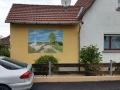 Fassadenmalerei mit Tier und Jagdmalerei am Acker mit Gänsen