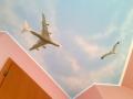 Deckenbemalung mit Boeing und Möwe im Wolkenhimmel