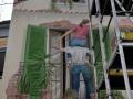 Fassadenmalerei mit Menschen auf dem Balkon