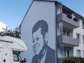 Fassadenmalerei und Portraitmalerei John F. Kennedy