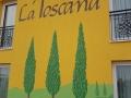 Fassadenmalerei mit Schriftenmalerei am Hotel La Toscana