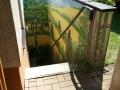 Bemalte Mauer mit Birke in einer deutschen Landschaft