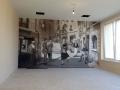 Wandmalerei mit Menschen in einer italienischer Gasse
